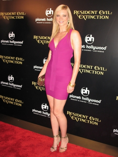 Amy_Smart_resident_evil_extinction_planet_hollywood_3.jpg